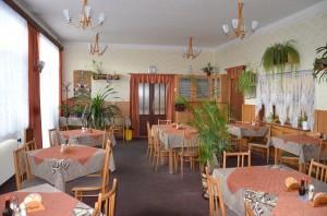jídelna restaurace pro běžné starvování, ale i oslavy, svatby a pod.